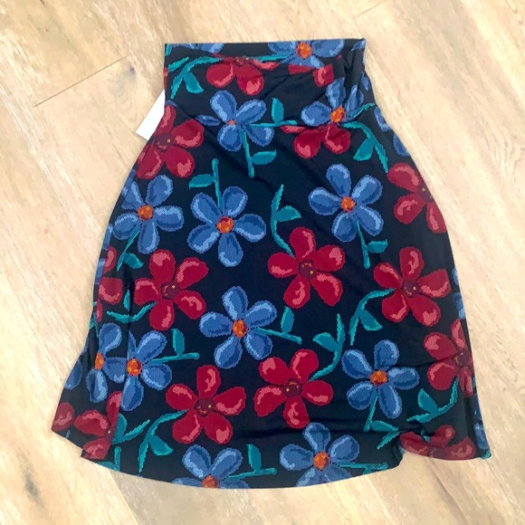 NWT Lularoe floral red and blue Azure size M